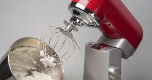 Kuchyňský robot při chodu