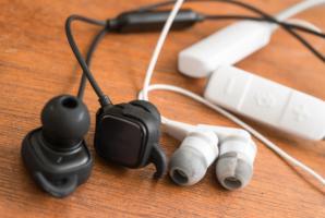 Různá sluchátka