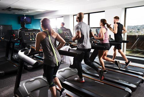 Běžecké pásy ve fitness centru