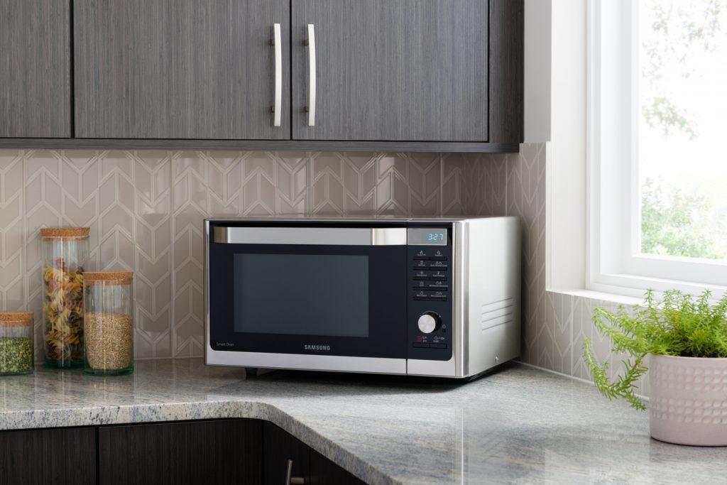 Mikrovlnka v kuchyni