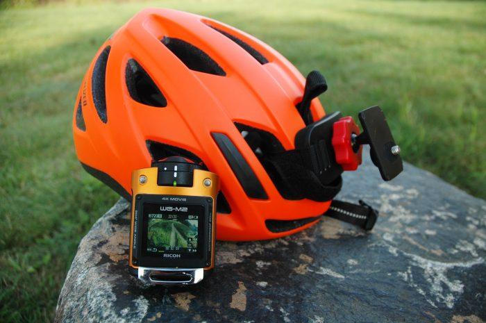 Outdoorová kamera na helmě