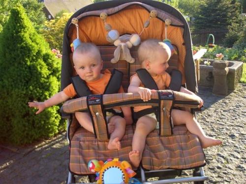 Dvojčata v kočárku