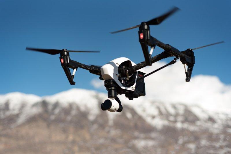 Dron v horách